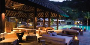 Four-Seasons-Seychellerne-pool-night