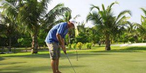 Kuredu-Island-golf-putt
