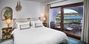 Sardinien-Cala-de-Volpe-Deluxe-Suite-bedroom