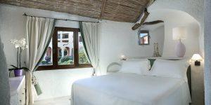 Sardinien-Cala-de-Volpe-Premium-Suite-Bedroom6