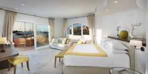 Sardinien-Cervo-Presidential-Suite-master-bedroom