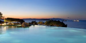 Sardinien-Patrizza-Swimming-pool-at-night