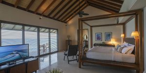 The-Residence-Dhigurah-Deluxe-Lagoon-Pool-Villa-Bedroom