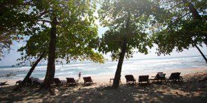 amenities-beach-chairs-pacific-ocean-florblanca
