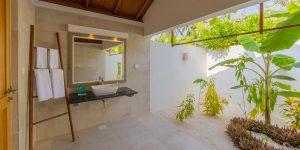 beach-bungalow-bathroom-sink