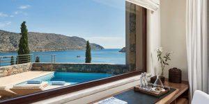 herlc-poolview-guestroom-9997-hor-clsc