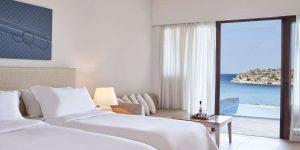 herlc-superior-pool-guestroom-0000-hor-clsc