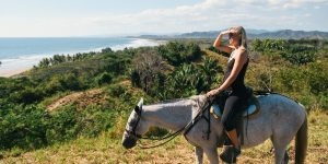 horseback-riding-vista-costa-rica