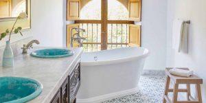 lrs-acc-suite-jrsuite-superior-bathroom02_2580x2580